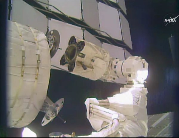 [ISS] Installation et suivi du module BEAM (Bigelow Expandable Activity Module)  121