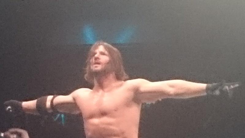 Tournées Européennes de la WWE - Page 4 Aj_le_11