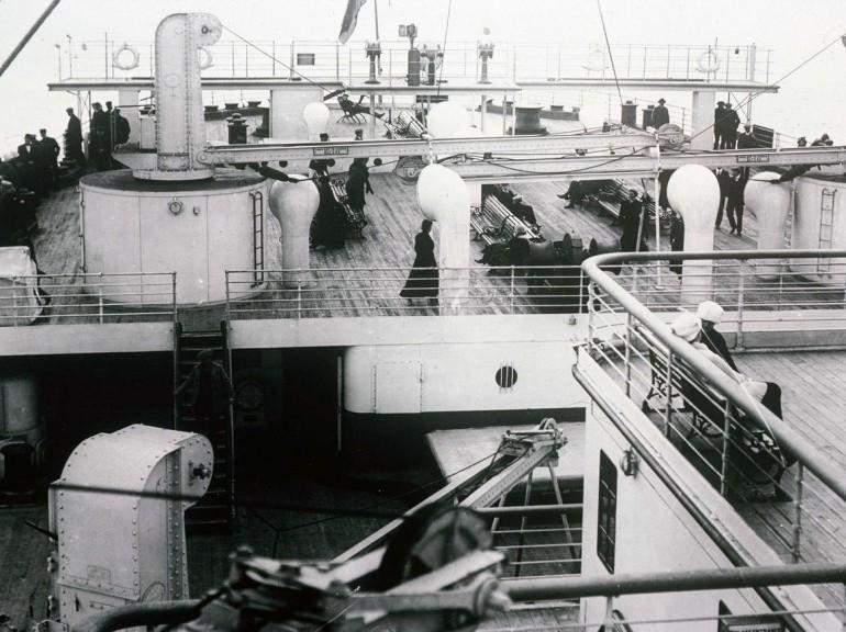 Encore un Titanic en construction 1/400 de chez Academy 34429610