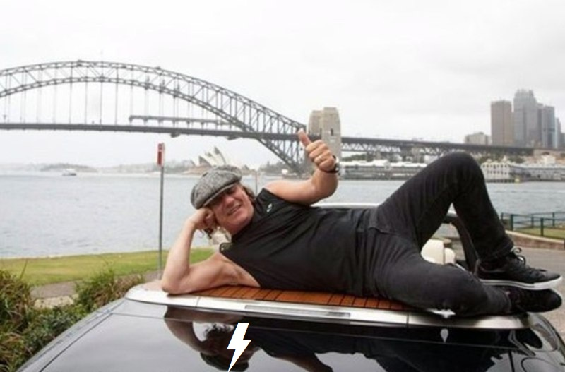 Rolls through the streets of Sydney 1014