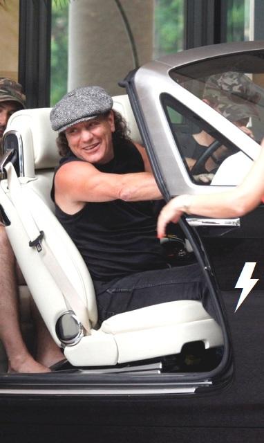 Rolls through the streets of Sydney 412