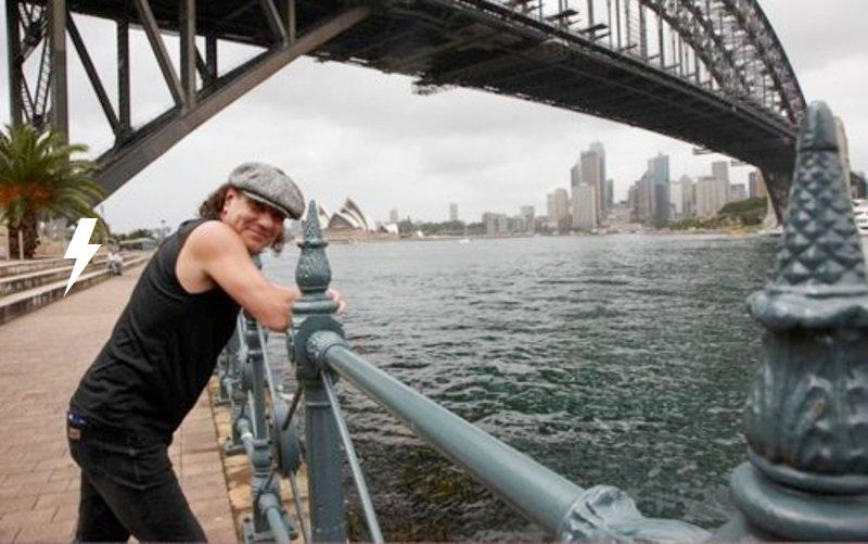 Rolls through the streets of Sydney 813