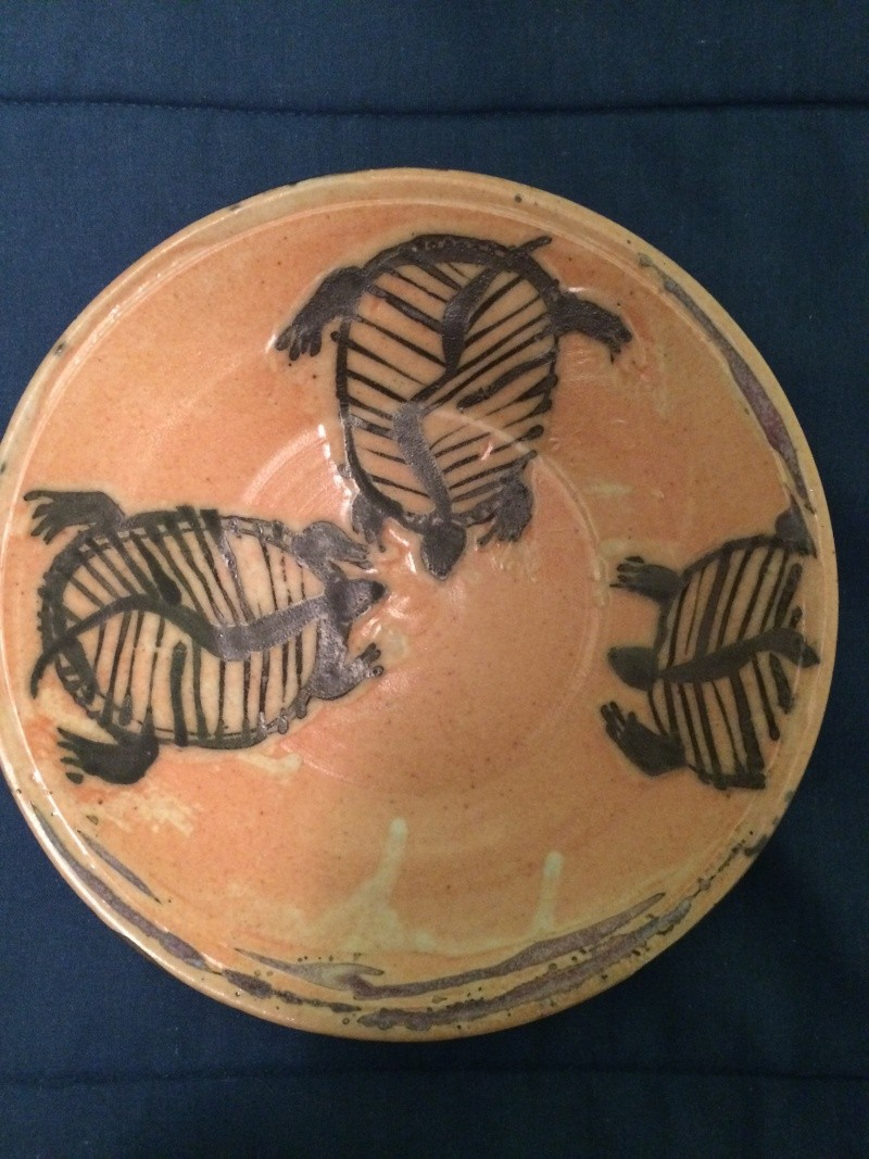 Signed studio pottery plate w/ charming painted turtles - help w/ signature Img_3614