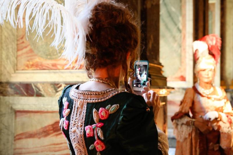 Versailles en costume d'époque, qui ose? - Page 5 77834510
