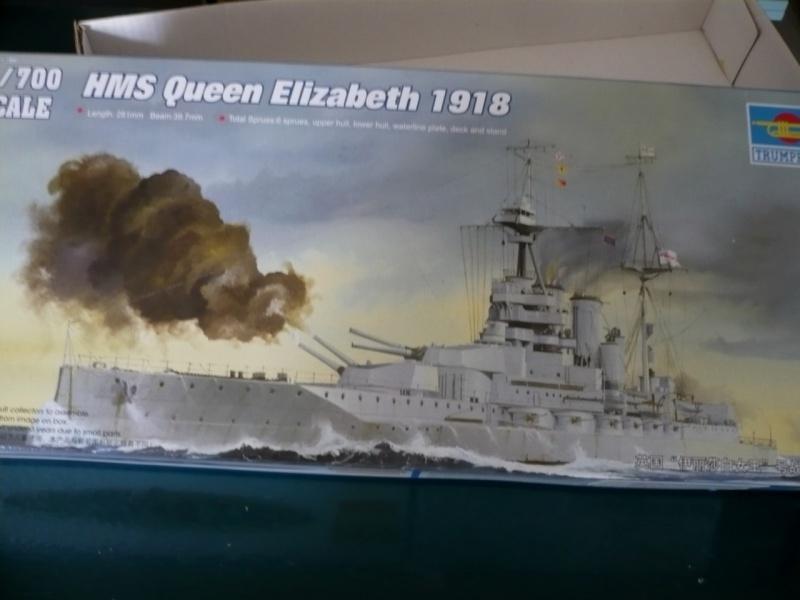 HMS Queen Elizabeth 1918 Trumpeter 1/700 + PE White Ensign+ pont bois Artwox + figurines Eduard P1210010