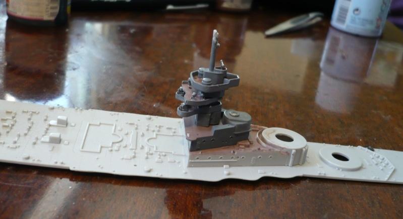 HMS Queen Elizabeth 1918 Trumpeter 1/700 + PE White Ensign+ pont bois Artwox + figurines Eduard P1210310