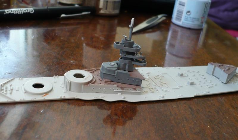 HMS Queen Elizabeth 1918 Trumpeter 1/700 + PE White Ensign+ pont bois Artwox + figurines Eduard P1210312