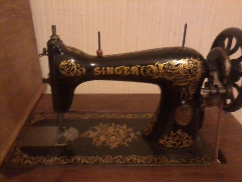 ma machine singer 15 je pense de 1903 d après le numéros de série  2015-116