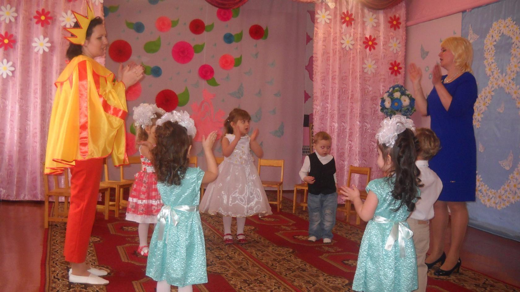 А в детском садике праздник. 210