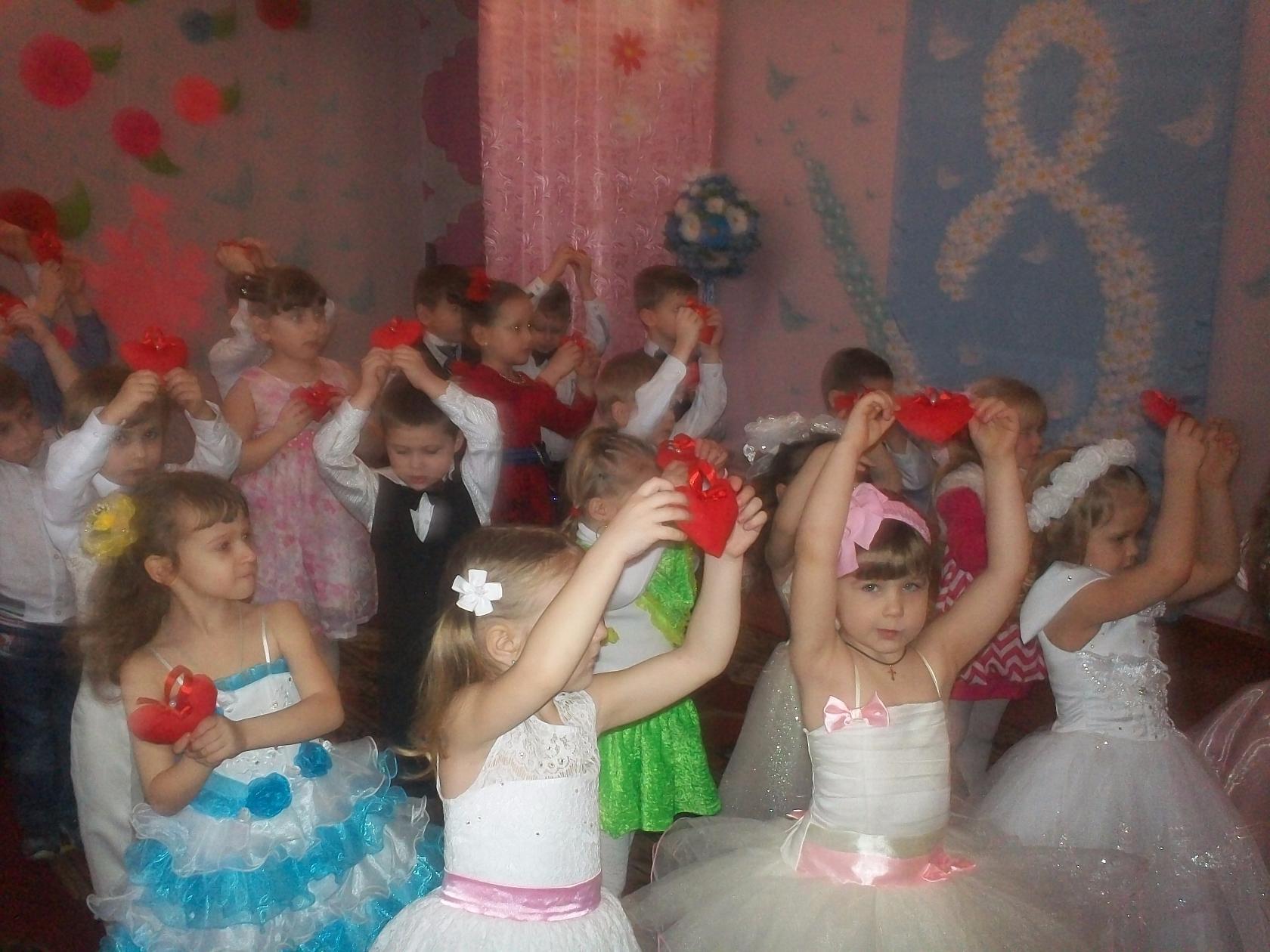 А в детском садике праздник. 910