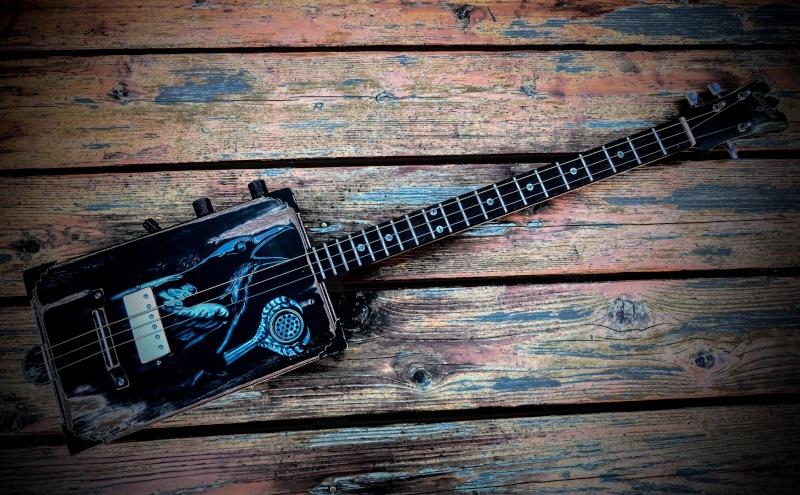 Oogie Guitars 112