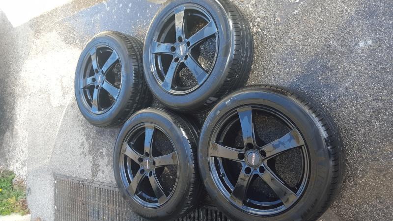 """Jantes alu 17"""" noir entraxe 114 avec pneux Michelin.  20160512"""