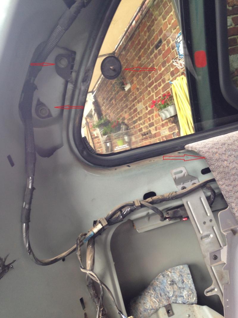 changement moteur vitre arriere laterale gauche ... 512