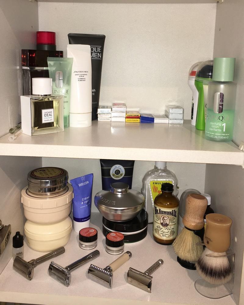 Photos de votre armoire spéciale rasage (ou de la partie réservée au rasage) - Page 25 Image44