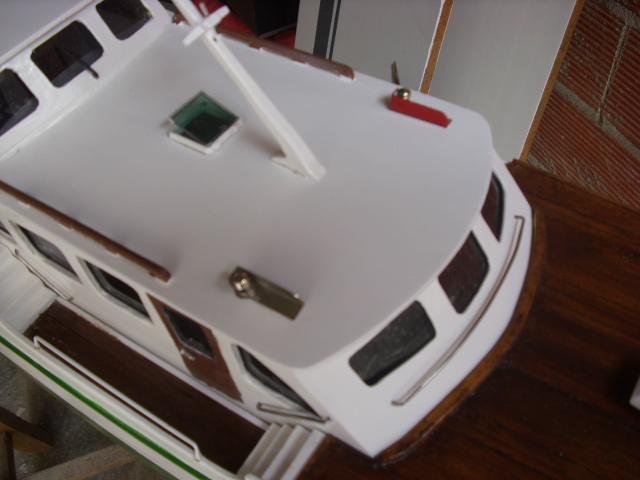 yacht le BRIGAND au 1/25° de NAVIG - Page 2 Dsci0027