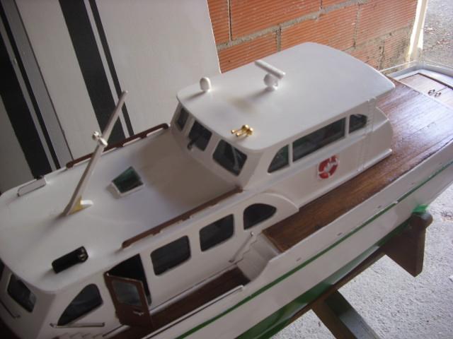 yacht le BRIGAND au 1/25° de NAVIG - Page 4 Dsci0055