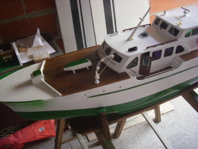yacht le BRIGAND au 1/25° de NAVIG - Page 4 Dsci0057