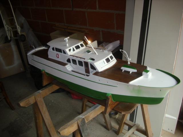 yacht le BRIGAND au 1/25° de NAVIG - Page 4 Dsci0058