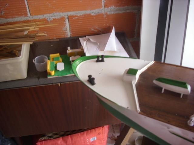 yacht le BRIGAND au 1/25° de NAVIG - Page 4 Dsci0060