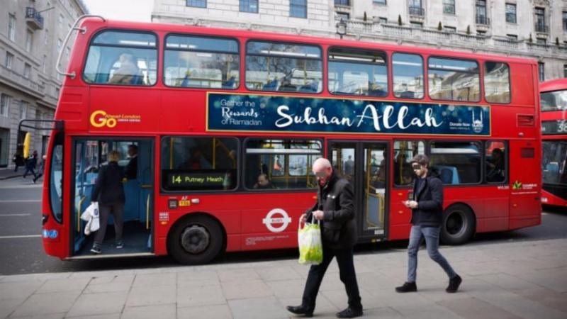 « Gloire à Allah » sur les bus londoniens… Bus_gl11
