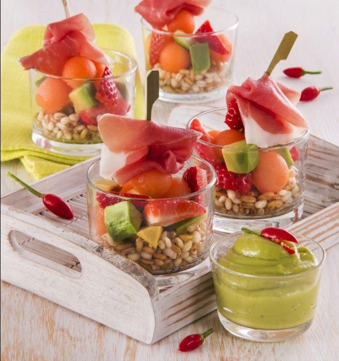 Le Consortium du Jambon de Parme vous propose sa recette de juin :  Salade de fruits et céréales, sauce aigre-douce et jambon de Parme 111