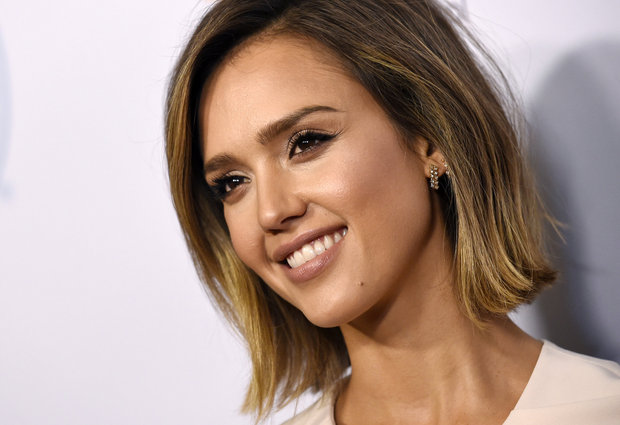 Jessica Alba Height Weight and Measurements 17626311