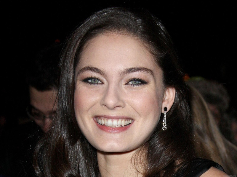 Alexa Davalos: Height,Weight,Body Statistics and Net Worth Alexa_10