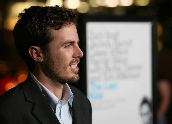 Casey Affleck Height,Weight,Body Statistics,Net Worth and Wife Casey-10