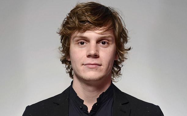 Evan Peters Height,Weight,Wiki,Net Worth,Girlfriends and more Evan-p10