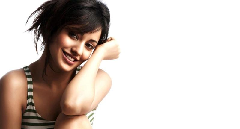 Neha Sharma: Height, Weight, Net Worth, Boyfriends and more Neha10