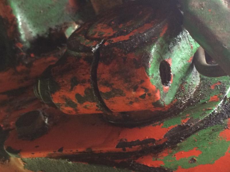 fuite d'huile bras de relevage inférieur tracteur 60S r7375 Img_2312