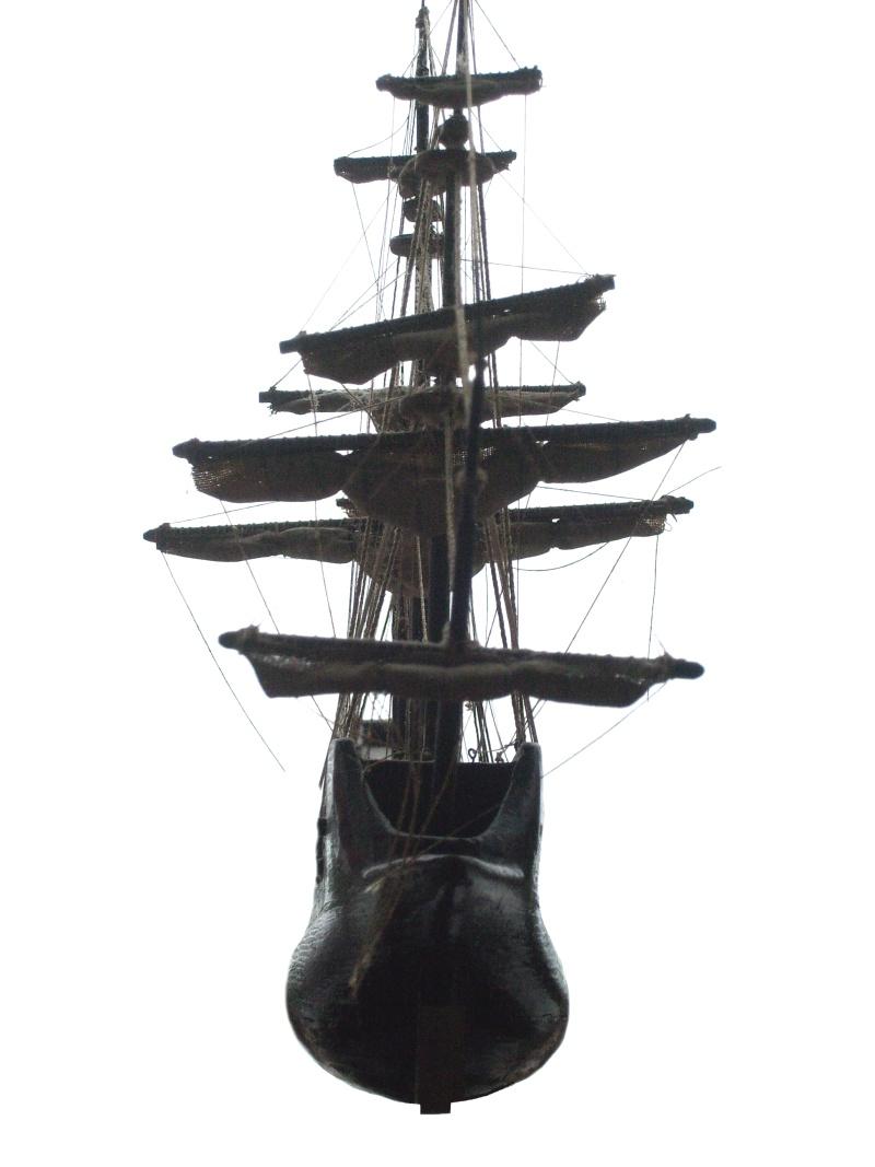 Materiali poveri.  Modelli di navi e barche in corteccia di pino e alberi in ottone. Couron10