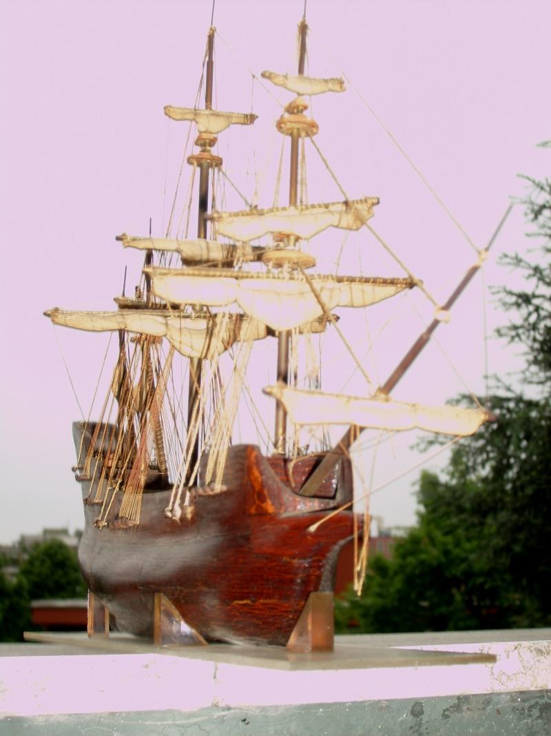 Materiali poveri.  Modelli di navi e barche in corteccia di pino e alberi in ottone. Couron11