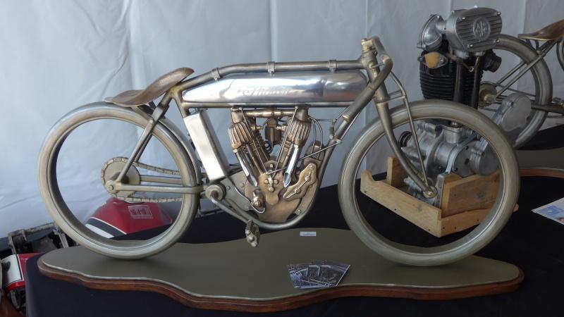 une journee a dijon :moto legende P1020525
