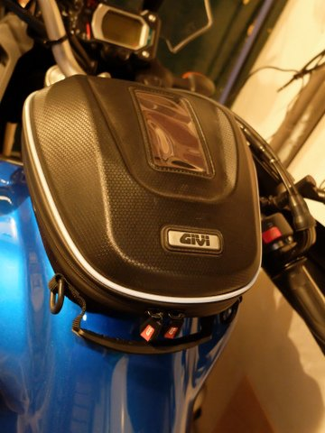 choix sacoche bagster 1200 Dscf2416
