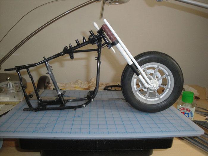 Steampunk Harley - Tamiya 1/6 HD FLH Classic 'extreme' kit bash (Very Photo Heavy) Hd_mo124