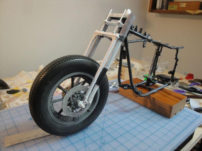 Steampunk Harley - Tamiya 1/6 HD FLH Classic 'extreme' kit bash (Very Photo Heavy) Hd_mo145