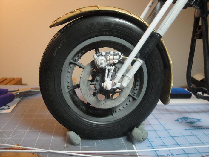 Steampunk Harley - Tamiya 1/6 HD FLH Classic 'extreme' kit bash (Very Photo Heavy) Hd_mo221