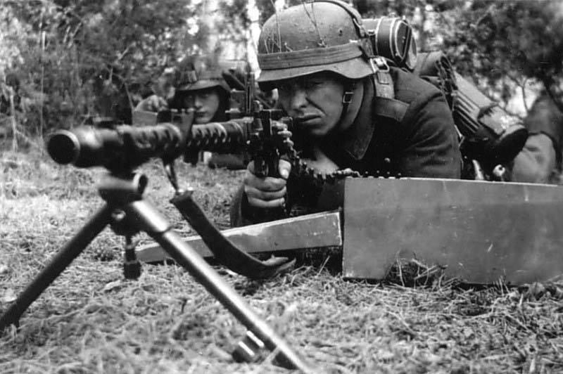 La Maschinengewehr 34/41 ou MG 34/41 et la MG42  Image38