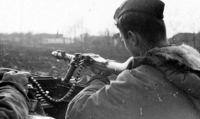 La Maschinengewehr 34/41 ou MG 34/41 et la MG42  Image52