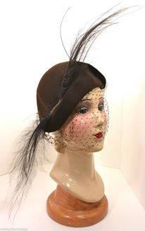 Et elle avait ! elle avait ! elle avait un chapeau rigolo ! et une drôle de petite robe... LA MODE PENDANT LA GUERRE EN FRANCE ET COTE US 10359410