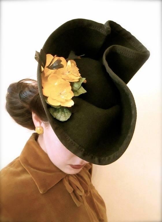 Et elle avait ! elle avait ! elle avait un chapeau rigolo ! et une drôle de petite robe... LA MODE PENDANT LA GUERRE EN FRANCE ET COTE US 10403010