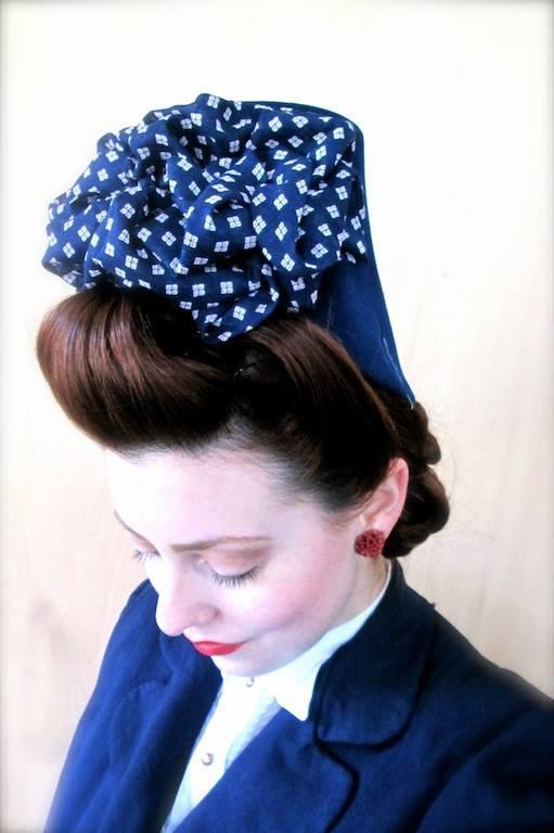 Et elle avait ! elle avait ! elle avait un chapeau rigolo ! et une drôle de petite robe... LA MODE PENDANT LA GUERRE EN FRANCE ET COTE US 10460210