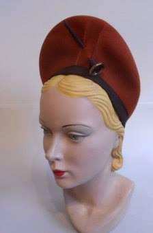 Et elle avait ! elle avait ! elle avait un chapeau rigolo ! et une drôle de petite robe... LA MODE PENDANT LA GUERRE EN FRANCE ET COTE US 10672210