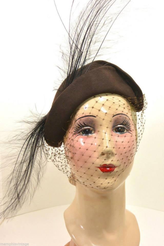 Et elle avait ! elle avait ! elle avait un chapeau rigolo ! et une drôle de petite robe... LA MODE PENDANT LA GUERRE EN FRANCE ET COTE US 12391810
