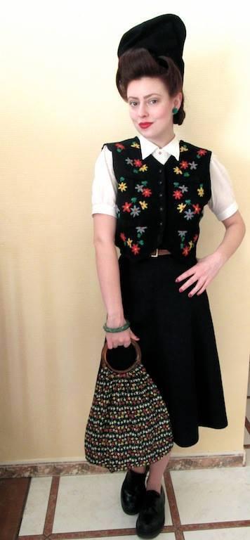 Et elle avait ! elle avait ! elle avait un chapeau rigolo ! et une drôle de petite robe... LA MODE PENDANT LA GUERRE EN FRANCE ET COTE US 13828811