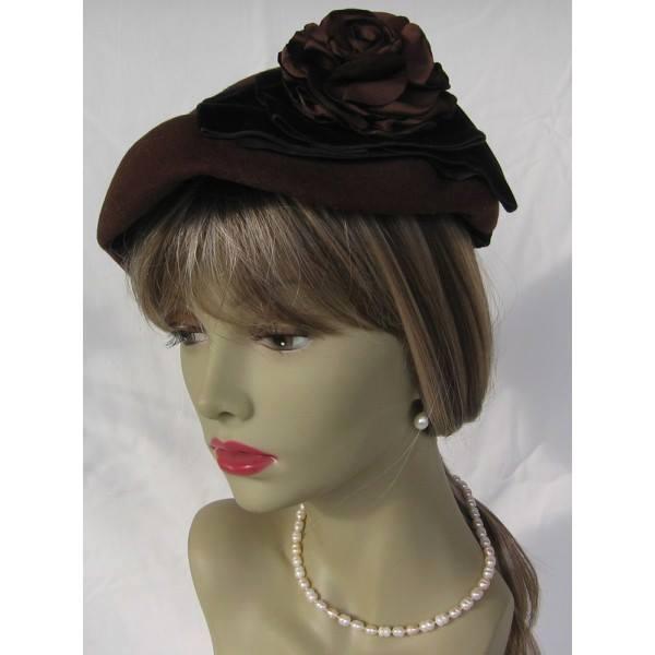 Et elle avait ! elle avait ! elle avait un chapeau rigolo ! et une drôle de petite robe... LA MODE PENDANT LA GUERRE EN FRANCE ET COTE US 14633510