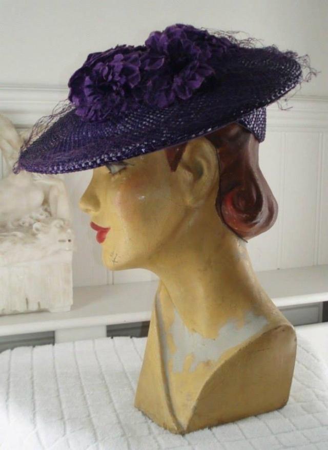 Et elle avait ! elle avait ! elle avait un chapeau rigolo ! et une drôle de petite robe... LA MODE PENDANT LA GUERRE EN FRANCE ET COTE US 3912_510