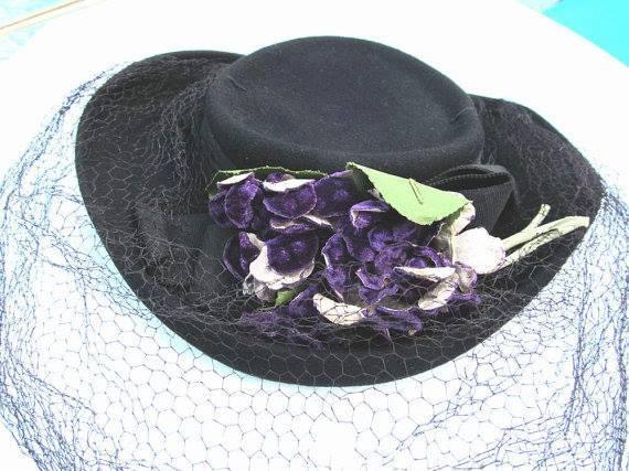 Et elle avait ! elle avait ! elle avait un chapeau rigolo ! et une drôle de petite robe... LA MODE PENDANT LA GUERRE EN FRANCE ET COTE US 53509210