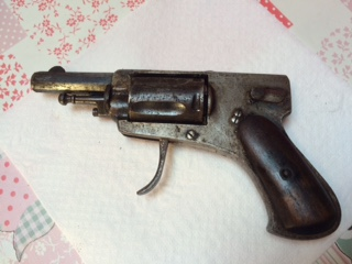 Deux revolver et une epee Fullsi10